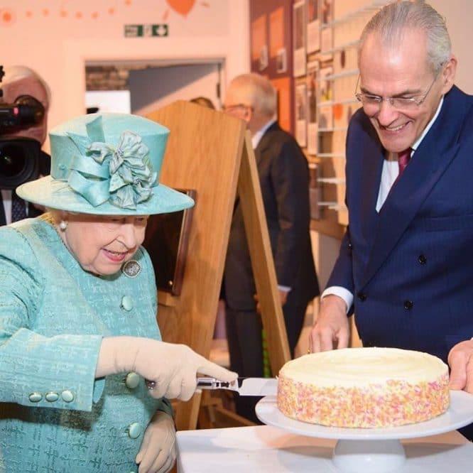 queen-elizabeth-violet-cakes