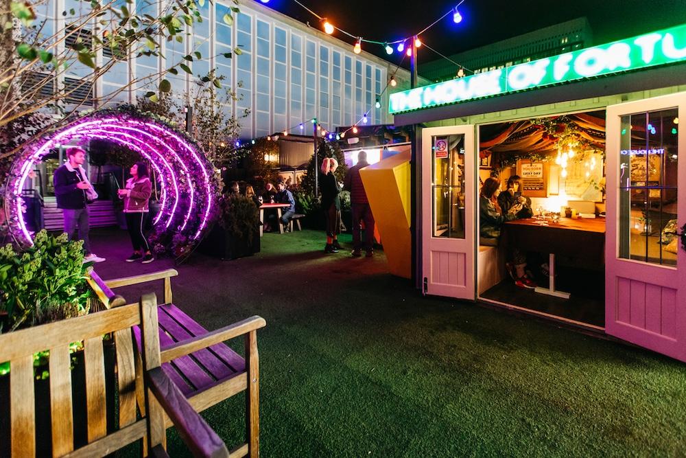 john-lewis-rooftop-winter-carnival