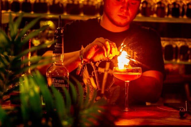 hello-darling-cocktail-club