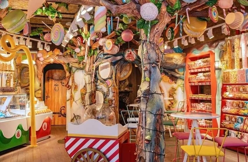 The Camden Dessert Cafe That's Wandered Straight Out Of A Fairytale • Hans & Gretel