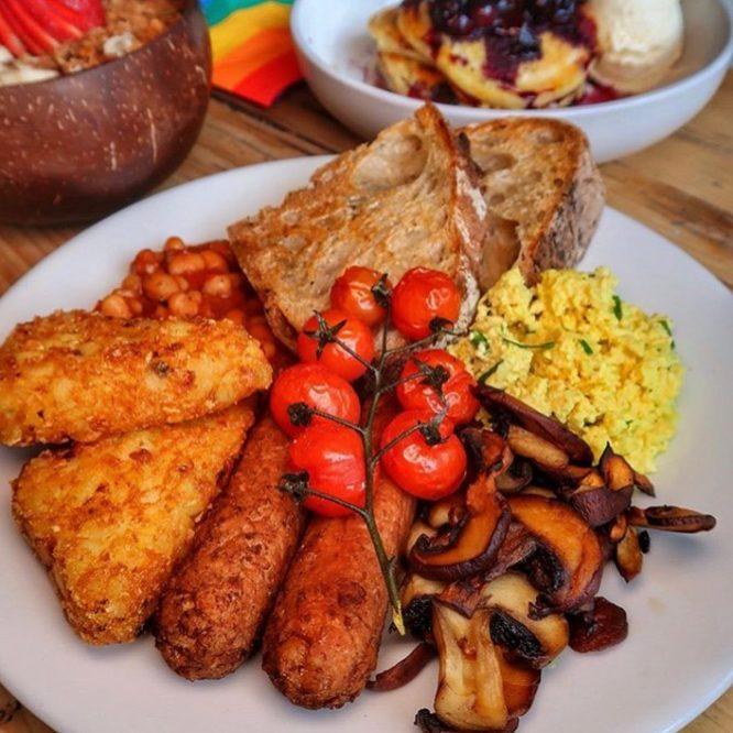 veganuary-restaurants-london: the canvas cafe
