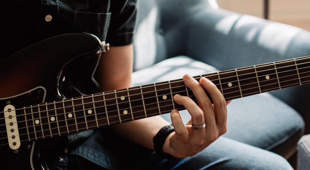 Coronavirus News: Fender offering free online guitar lessons during  quarantine - 6abc Philadelphia