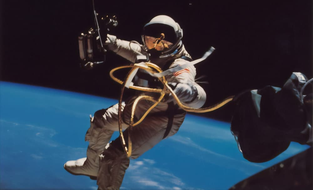 An Astronaut's Guide To Self-Isolation: The Four Steps To Coming Out Of Isolation On Top