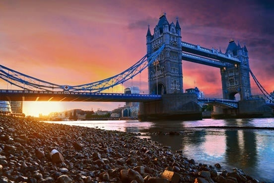 Guests will see the sight of Tower Bridge on the Floating Candlelight Dinner