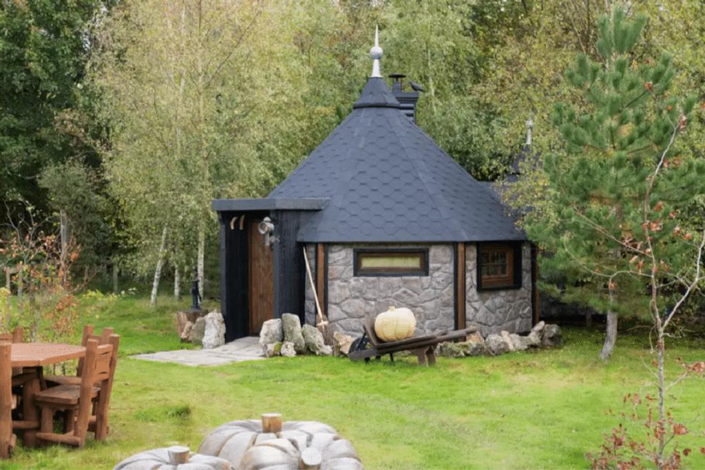 Hagridd's Hideaway glamping lodge