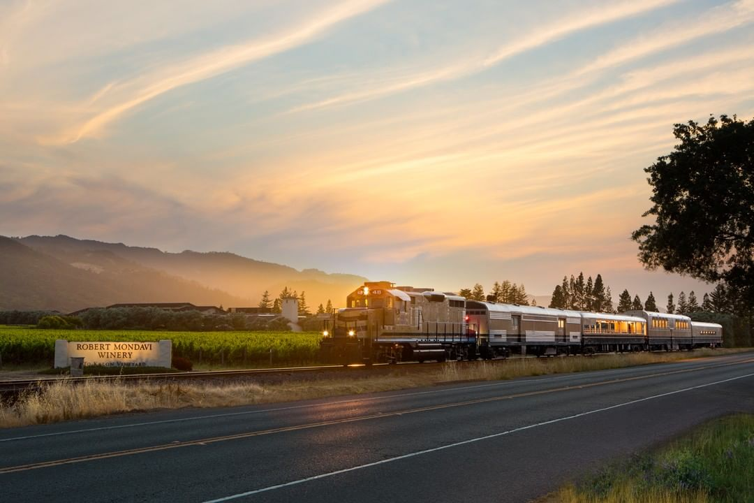 There's A Wine-Fueled Murder Mystery Dinner That Takes Place On A Vintage Train Ride