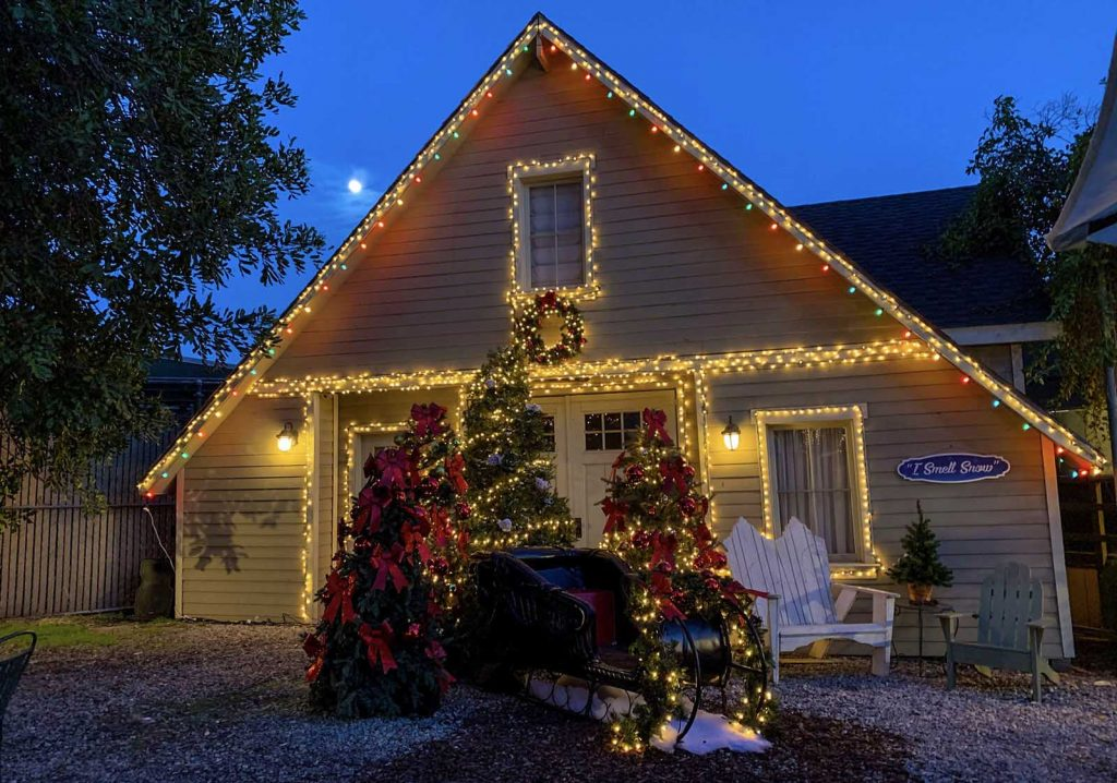Lorelai From 'Gilmore Girls' Invites You To Have Holiday Lunch At Her House In Stars Hallow