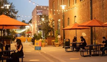This Historic Alleyway In Pasadena Has Been Turned Into A Picturesque Dining Area