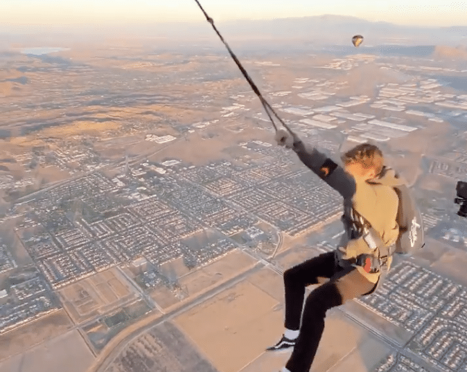 You Can Swing Out Of A Hot Air Balloon And Freefall Over This Stunning Landscape In CA