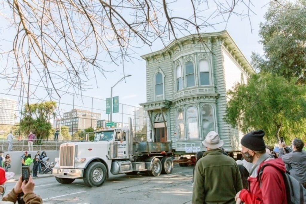 A 139-Year-Old Victorian Home Was Relocated In SF This Weekend, And The Pictures Are Awesome