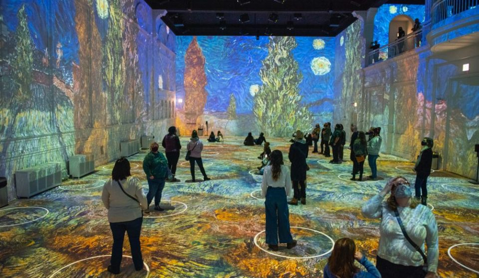This Mesmerizing 'Immersive Van Gogh' Exhibition Has Just Been Extended