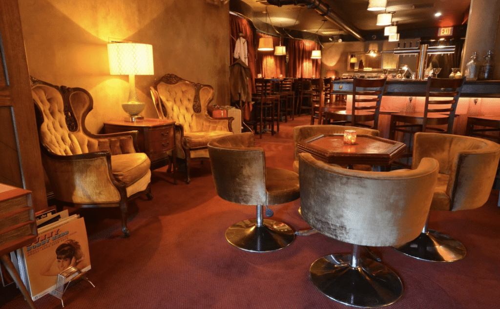 This Glorious 70s-Themed Cocktail Lounge Is Hidden Above A Hollywood Pizza Restaurant