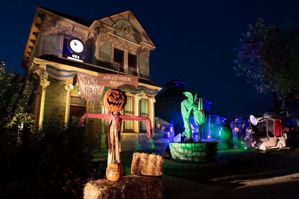 Freeform's Halloween Road Is Bringing A Creepy Outdoor Walk-Thru To Heritage Square