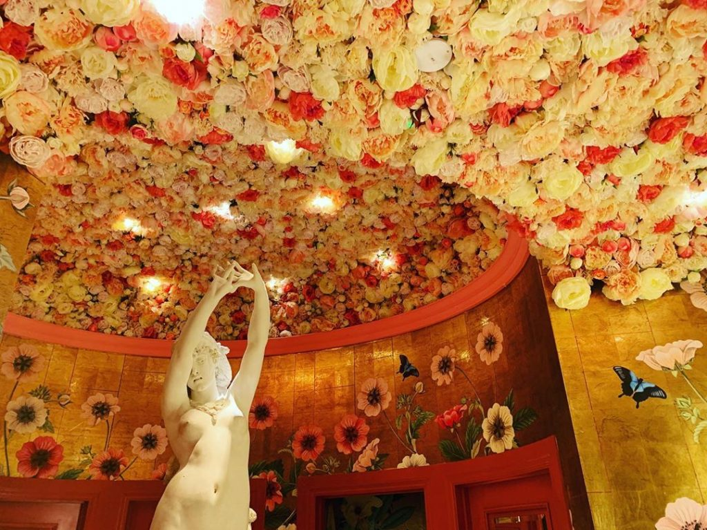 This Ivy Will Celebrate Valentine's Day With A Gorgeous Love-Inspired Installation