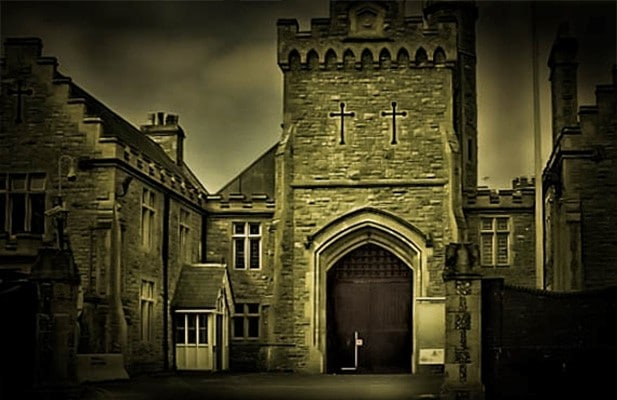 Scare Yourselves Silly At This New Ghost Hunting Tour Near Manchester