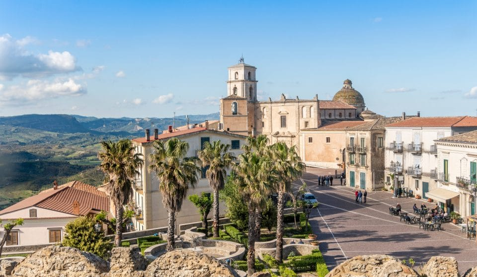 These Stunning Southern Italian Towns Will Pay You €28000 To Move There