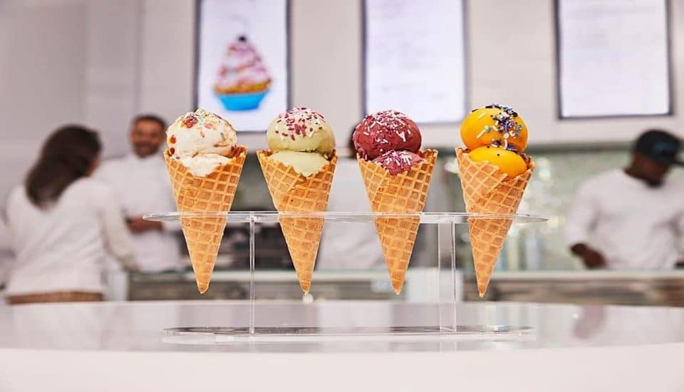 """This Whimsical Shop Sells Ice Cream Cupcakes And Frozen """"Cakesickles"""" • Frohzen Miami"""