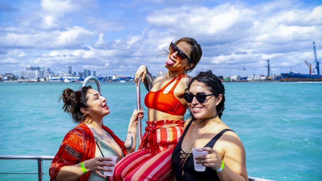 Celebrate Summer At This Amazing Boat Party Booze Cruise With An Open Bar!