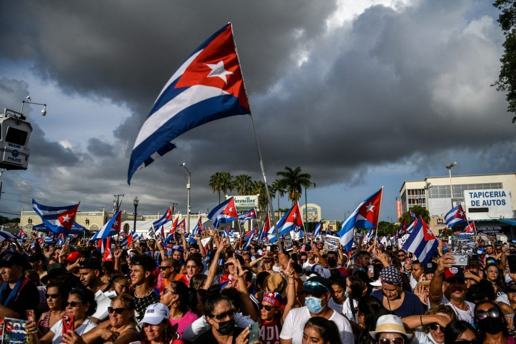 10 Impactful Pictures Of Last Night's Concert For Cuba On Calle Ocho