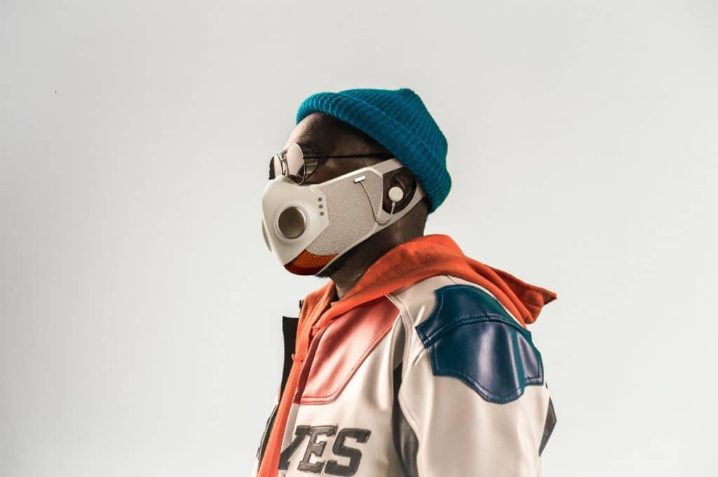 Das ist Xupermask, die Maske mit Kopfhörer, Ventilator, LED-Licht und Anti-Beschlag