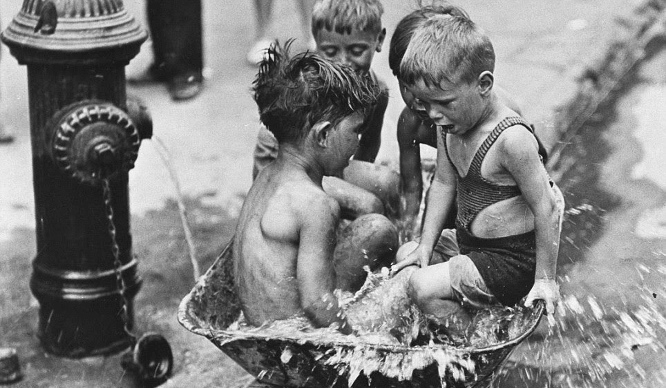 12 Vintage Photos Of How New Yorkers Beat The Summer Heat