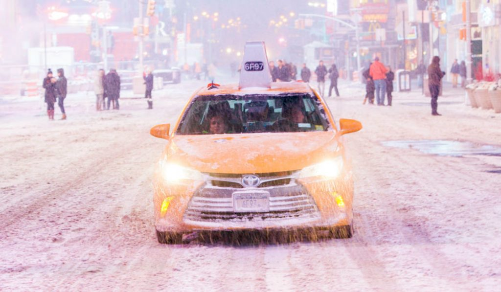 """NYC is in the Path of an Extreme """"Bomb Cyclone"""" Winter Storm"""