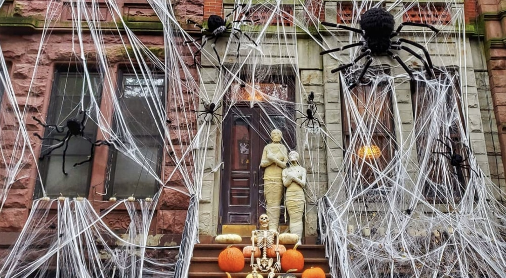 10 Best NYC Neighborhoods For The Most Extravagant Halloween Decor