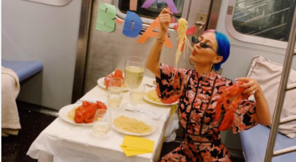 A Woman Threw A Spontaneous Birthday Party On The Subway This Week