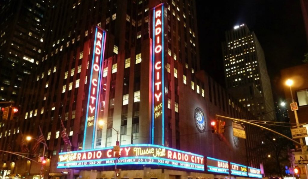 10 Fabulously Iconic Neon Signs In New York City