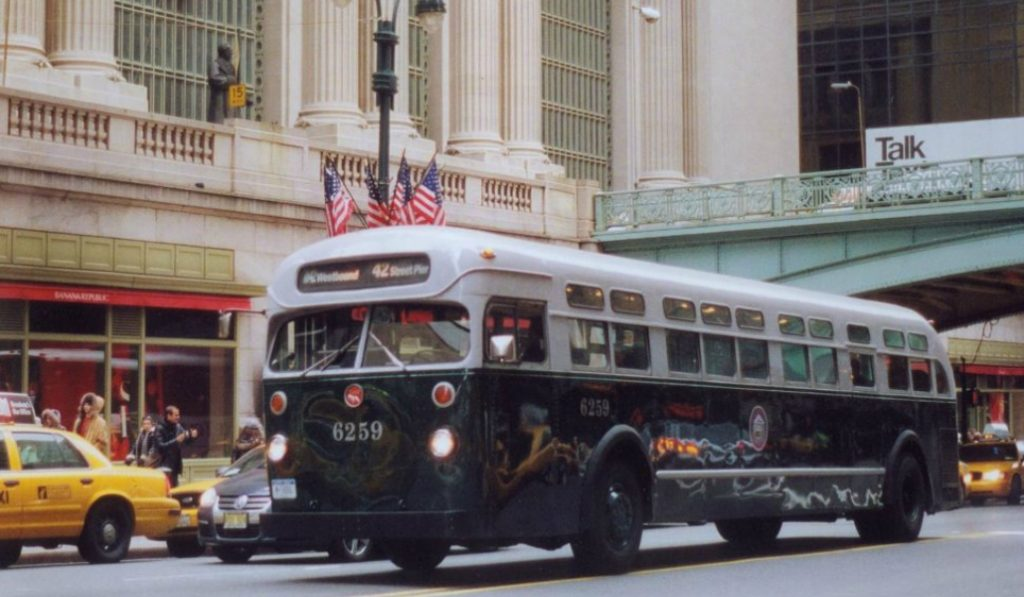 A Vintage Holiday Bus Is Now Riding Around NYC