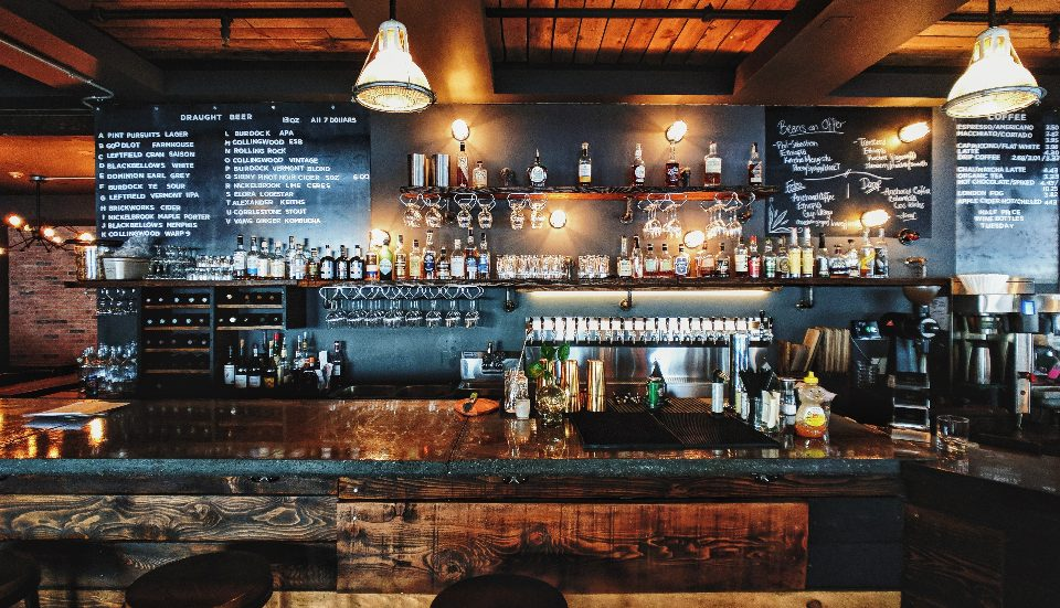 5 Hamptons Bars That Are Absolutely Perfect For A Summertime Drink