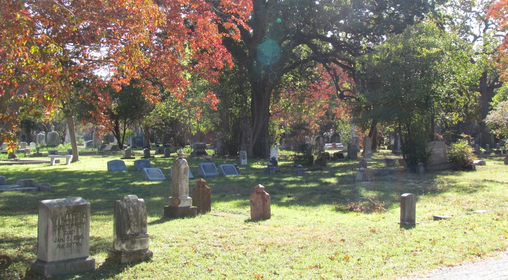 These 4 NYC Cemetery And Catacomb Tours Are Perfectly Morbid