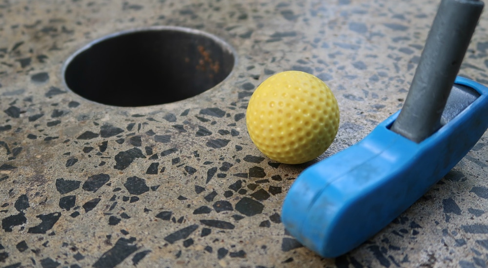 There's A Mini Golf Pop-Up Bar Coming To NYC, And It's The Adult Playground We've Needed
