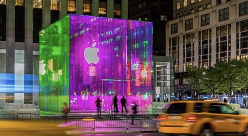 The Glass Cube At Apple's Fifth Ave Flagship Is Finally Back, And It's Stunning