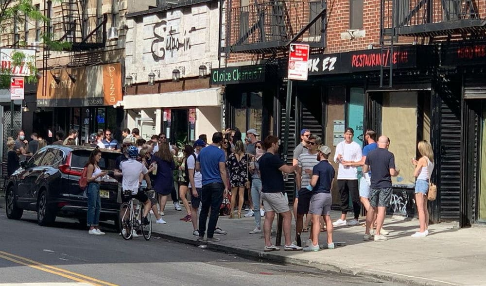 New Yorkers Crowd Take-Out Bars & Restaurants Over The Warm Weekend