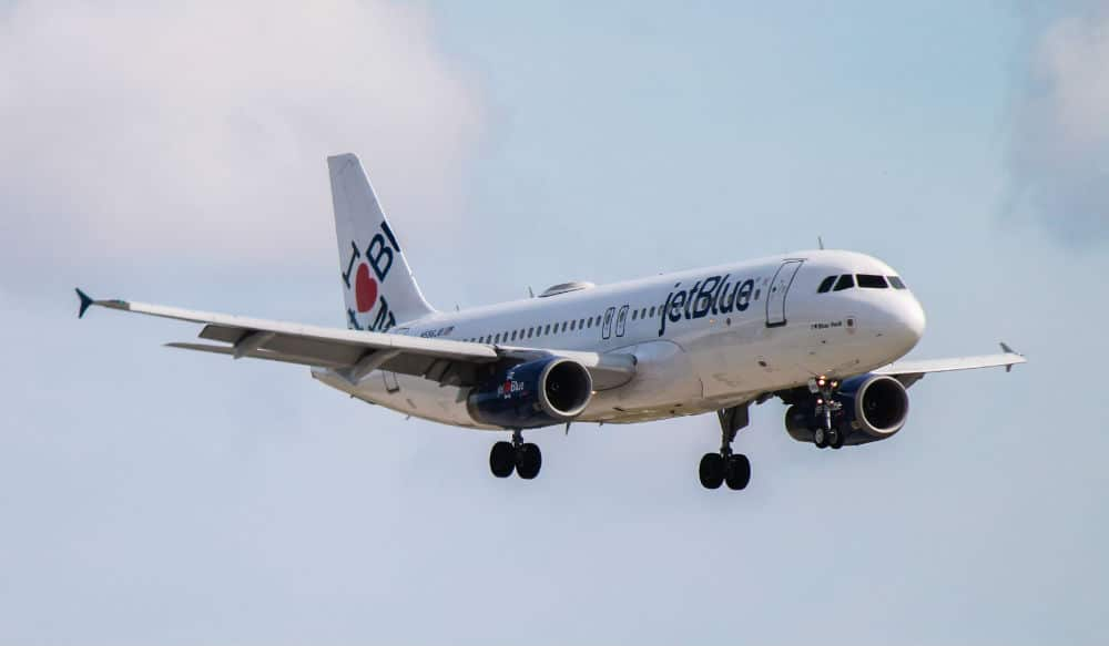 JetBlue Will Be Doing A Flyover In NYC Tonight As A Salute To Essential Workers