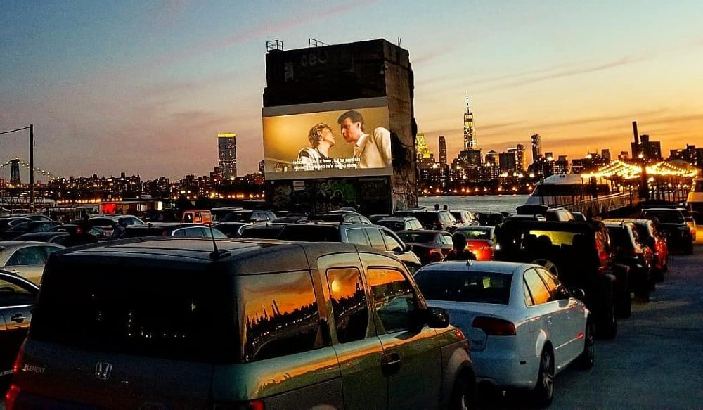 This Drive-In Movie Theater In Brooklyn Has Stunning Views Of The Manhattan Skyline