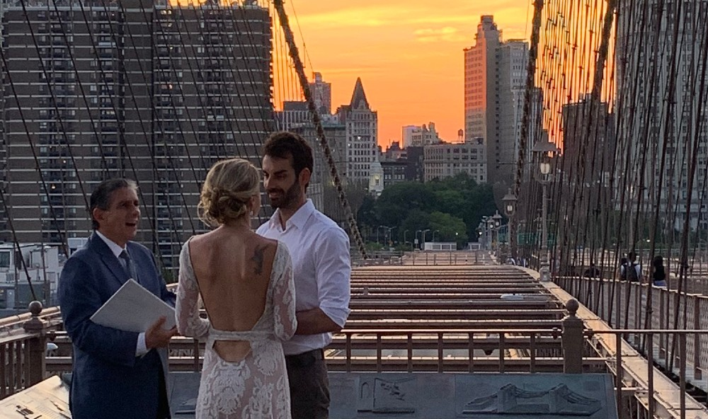NYer Captured The Only Photo Of A Brooklyn Bridge Wedding, And It's Stunning