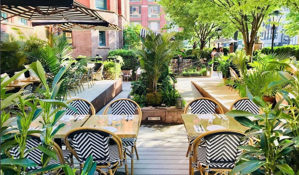 This Magical Summer Cocktail Garden Just Popped-Up Near The High Line • Daisy's Cocktail Garden