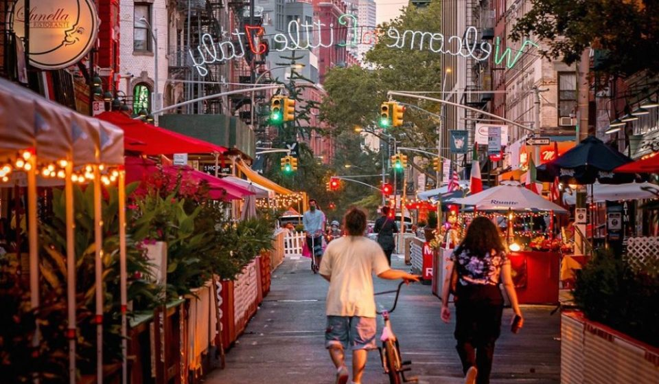 Little Italy's Iconic Mulberry Street Has The Most Romantic Outdoor Dining Set-Up