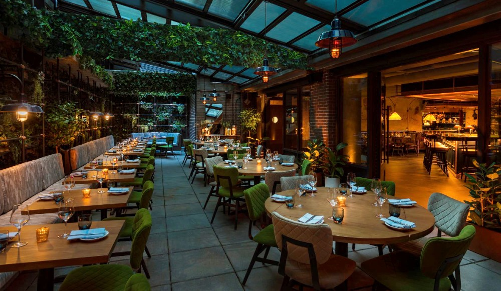 10 Gorgeous Hidden Spots For Outdoor Dining In NYC