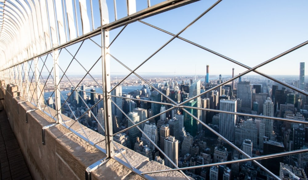 The Empire State Building Is Giving 'COVID Couples' Free Photoshoots 1,050 Feet Above NYC This October