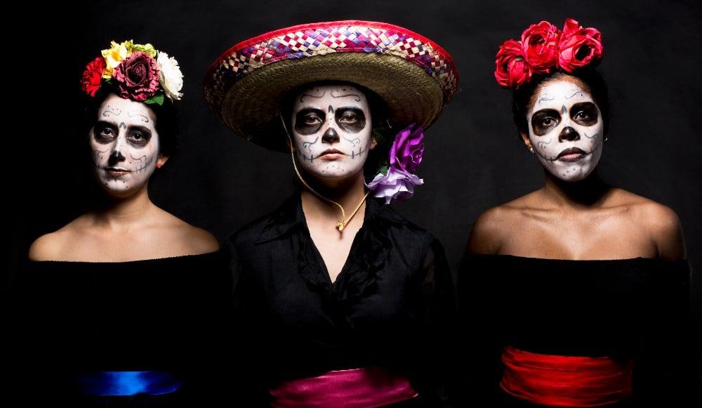 This Día De Los Muertos Experience Will Add Some Magic To Your Spooky Season