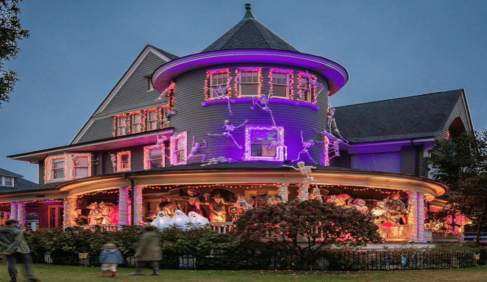 This Brooklyn House May Have The Best Halloween Decorations In All Of Nyc Secretnyc
