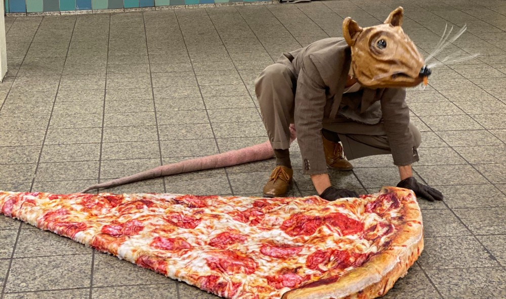 There's A NYer Dressed As 'Pizza Rat' Running Around The Subway