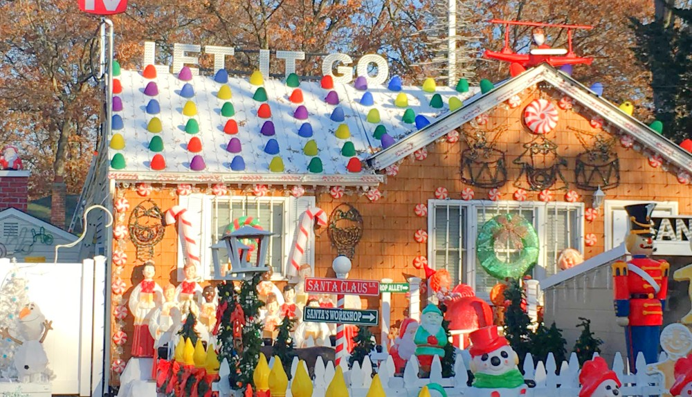 You Can Visit A Life-Size Gingerbread House Only An Hour From NYC