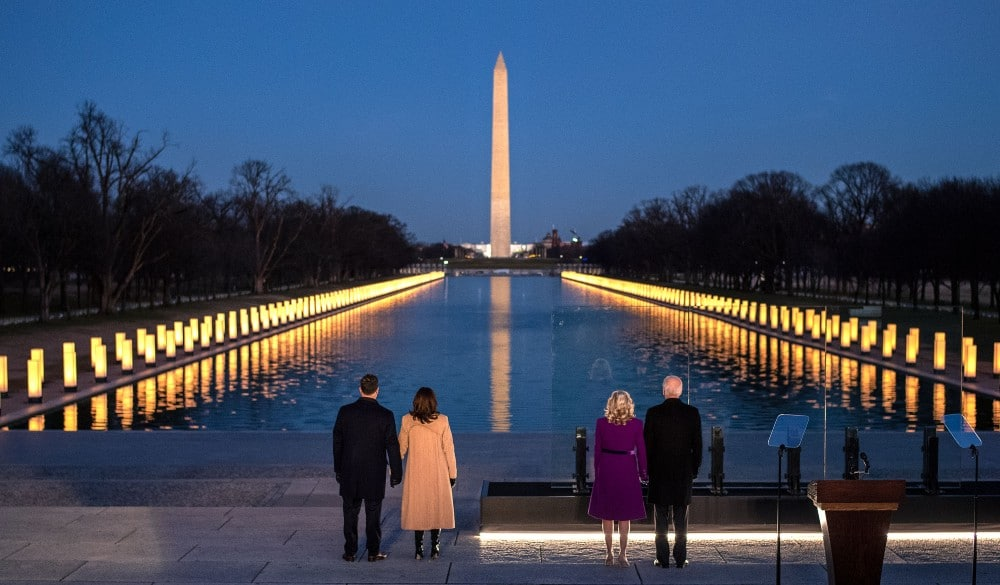 See Beautiful Scenes Of Light From Around The U.S. Honoring COVID-19 Victims Last Night