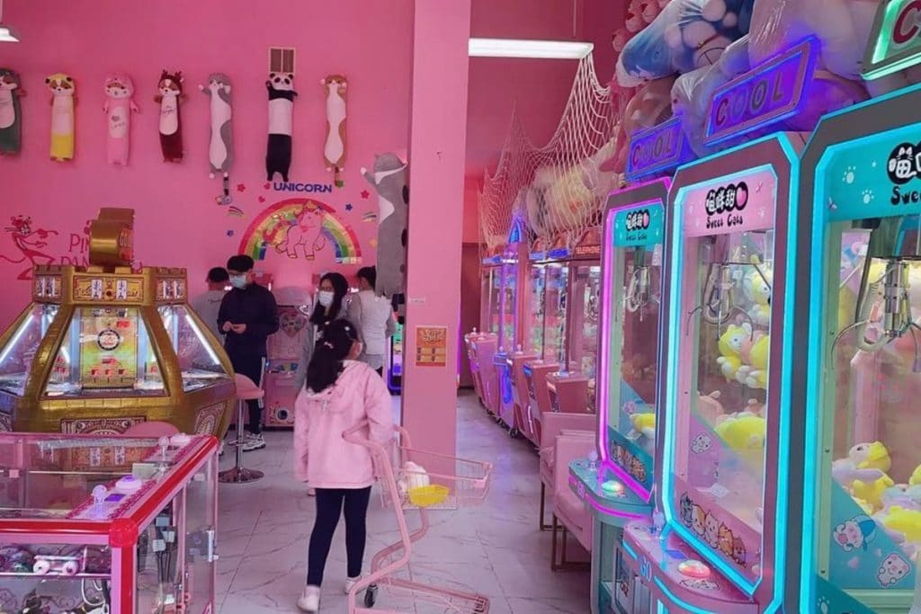 This Bubble Tea Shop In Queens Is Entirely Pink And Includes An Arcade • Sweet Cats Cafe