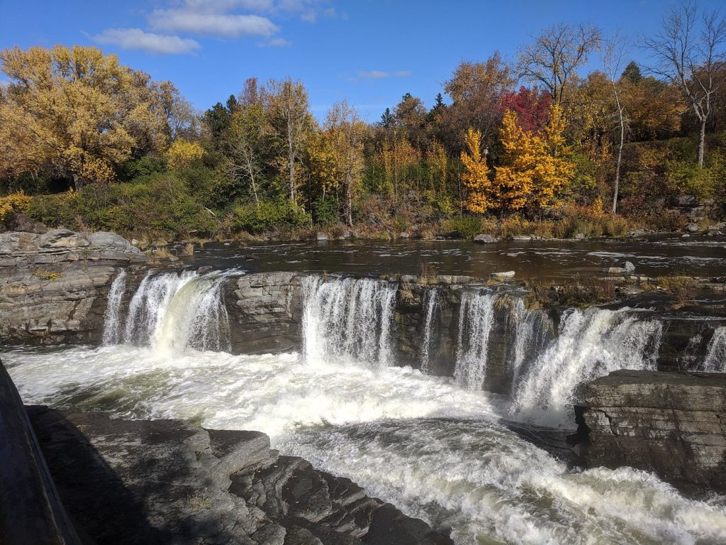 This Might Be The Most Beautiful Waterfall In Ottawa To Visit In Autumn