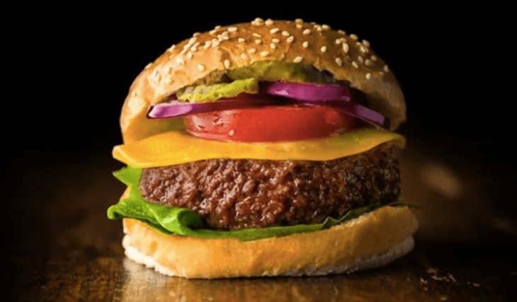 Carne artificiale a base di cellule, il futuro? Ecco chi la produce